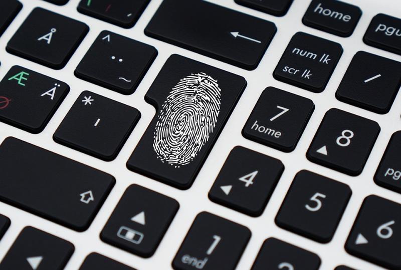 パソコンに残った指紋